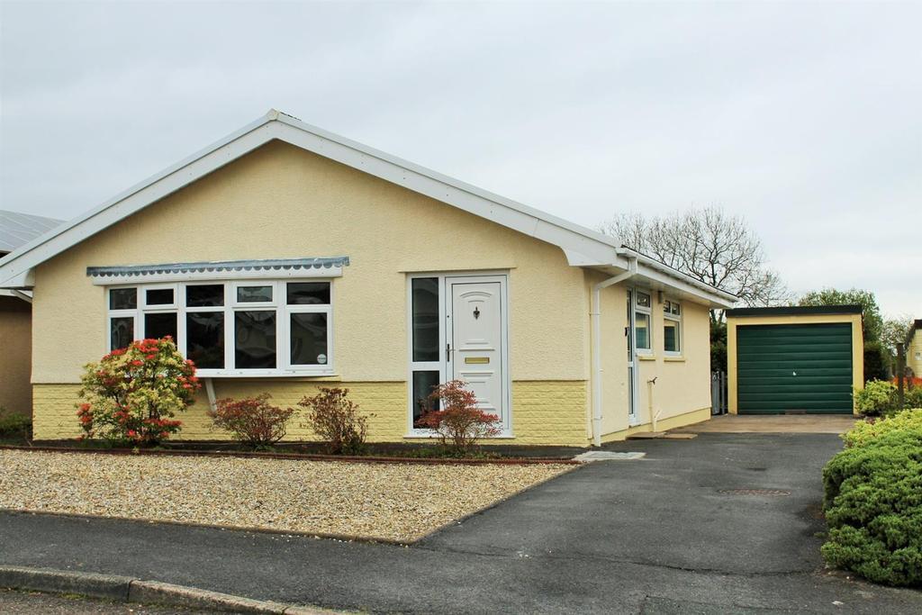 3 Bedrooms Detached Bungalow for sale in Ffordd Dafydd, Penygroes, Llanelli