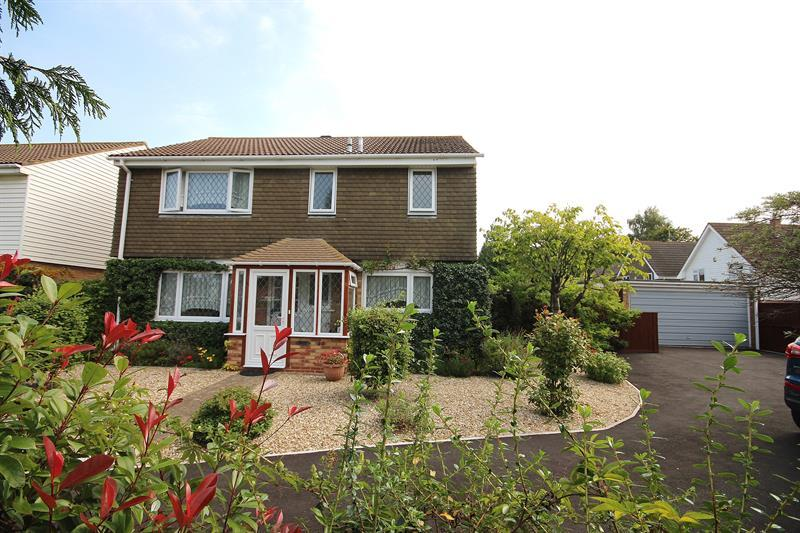 4 Bedrooms Detached House for sale in Lower Blandford Road, Broadstone