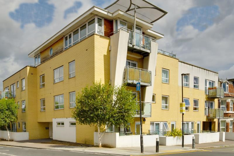 3 Bedrooms Apartment Flat for sale in Paragon Court, Wightman Road, N8