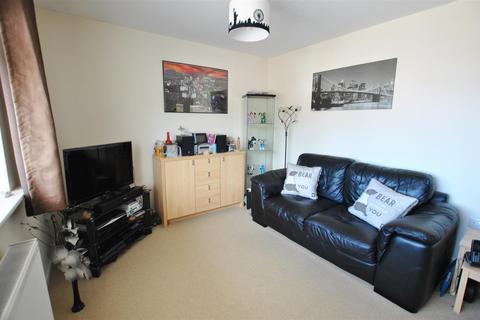 2 bedroom flat for sale - Warman Close, Stockwood