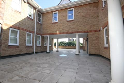 3 bedroom flat to rent - High Street, Staines-Upon-Thames, TW18