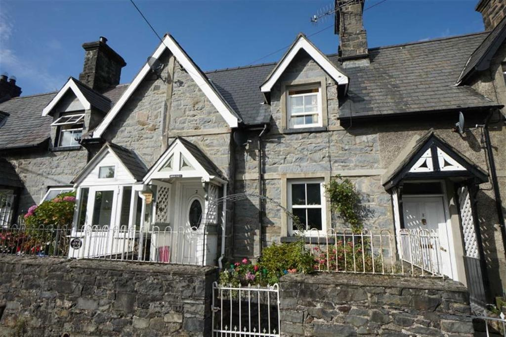 2 Bedrooms End Of Terrace House for sale in Bryn Tirion, Llanrwst, Conwy