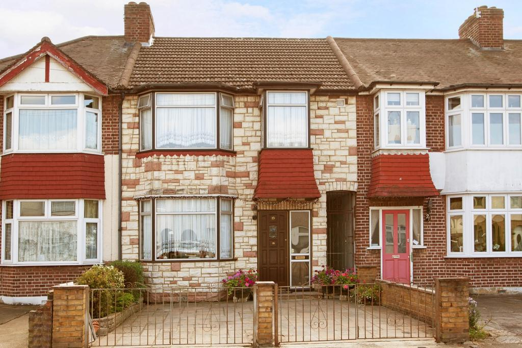 3 Bedrooms Terraced House for sale in Bridport Avenue, Romford, RM7