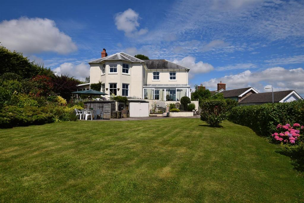 4 Bedrooms Detached House for sale in Hill Terrace, Neyland, Pembrokeshire
