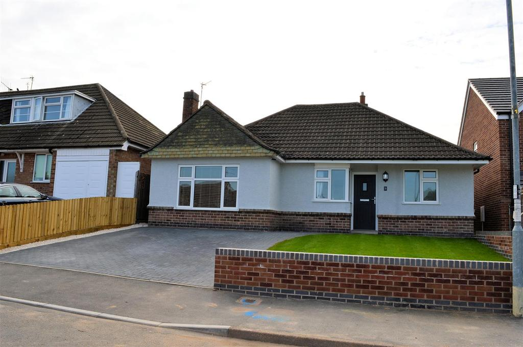 3 Bedrooms Detached Bungalow for sale in Princess Avenue, Oadby, Leicester