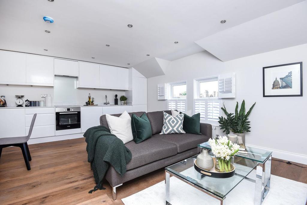 2 Bedrooms Flat for sale in Ellison Road, Streatham