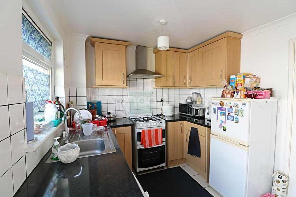 3 Bedrooms End Of Terrace House for sale in Frimley, Camberley, Surrey