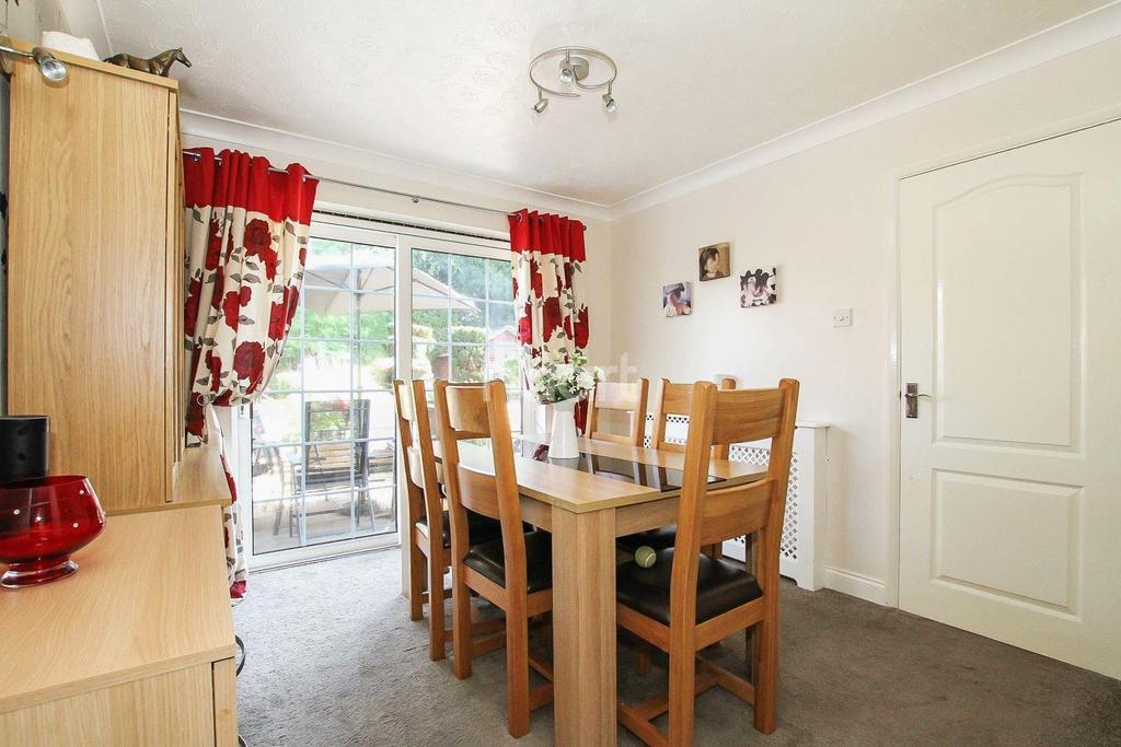 5 Bedrooms Semi Detached House for sale in Hollyshaws, Longmeadow, Stevenage