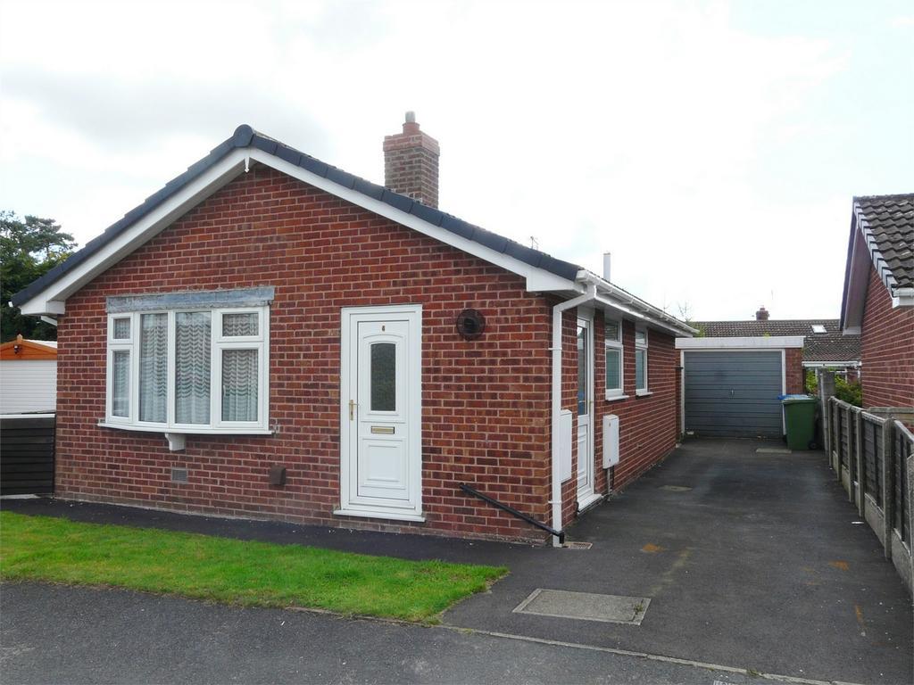 2 Bedrooms Detached Bungalow for sale in Wheatlands Close, Pocklington, York