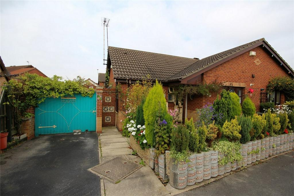 2 Bedrooms Semi Detached Bungalow for sale in Oribi Close, Hull, East Riding of Yorkshire