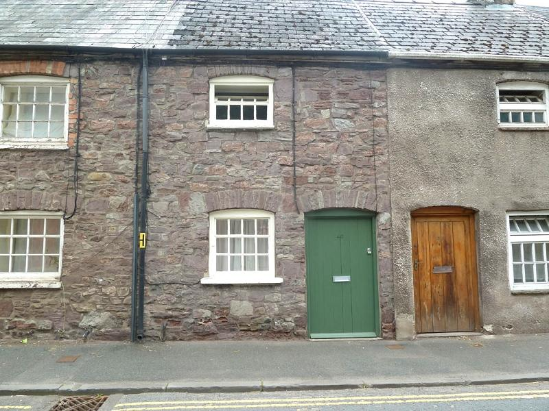 2 Bedrooms Terraced House for sale in The Struet, Brecon, Powys.
