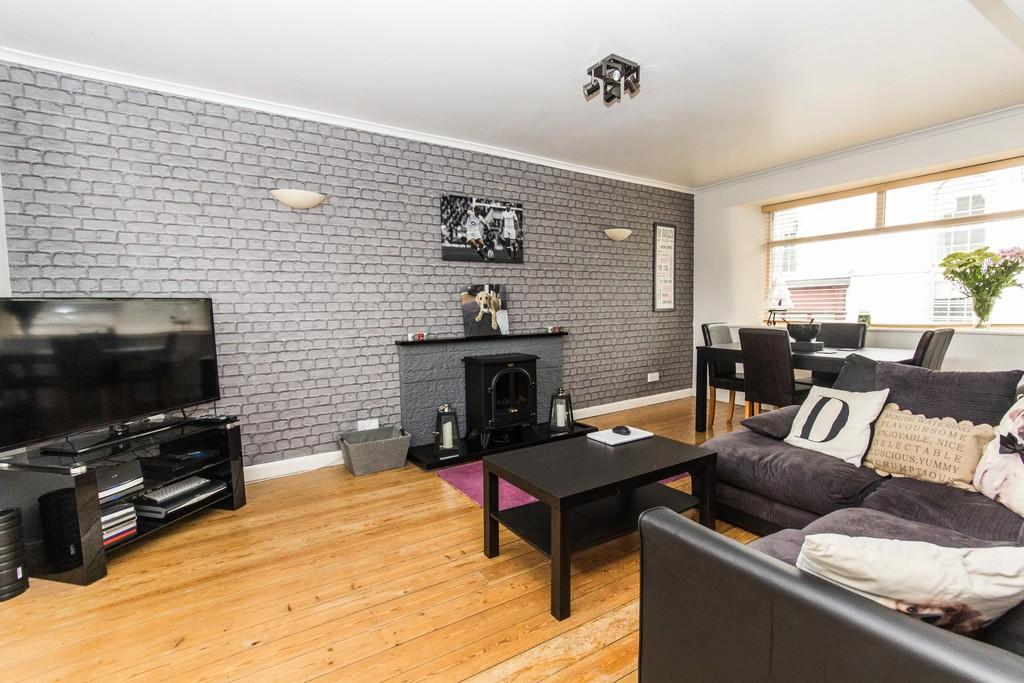 2 Bedrooms Flat for sale in 10a Lound Road, Kendal, LA9 7DT