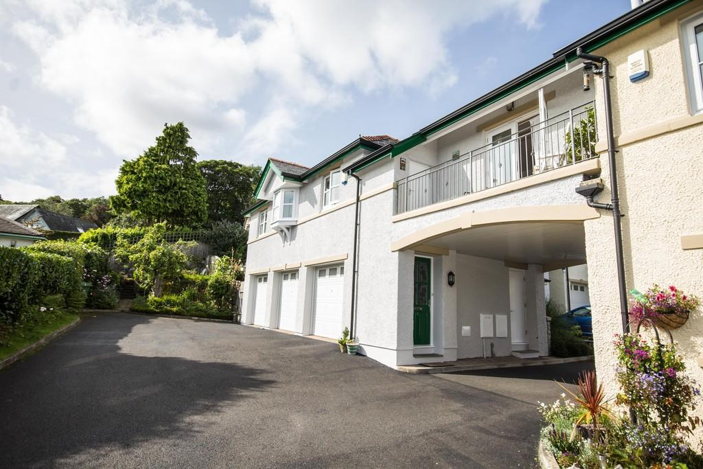 2 Bedrooms Maisonette Flat for sale in 6 Graythwaite Court,, Fernhill Road