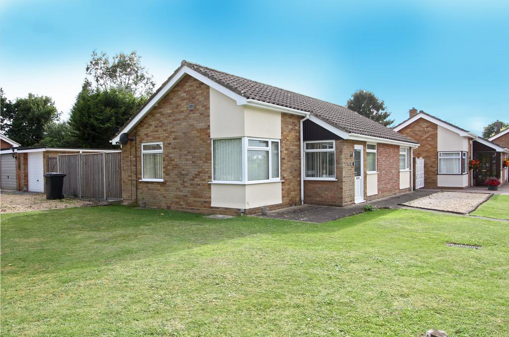 3 Bedrooms Detached Bungalow for sale in Lakes Avenue, Mulbarton