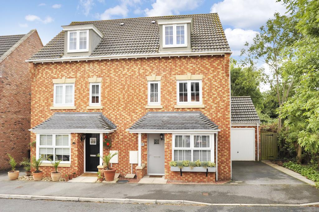 4 Bedrooms Semi Detached House for sale in Florin Drive, Knaresborough