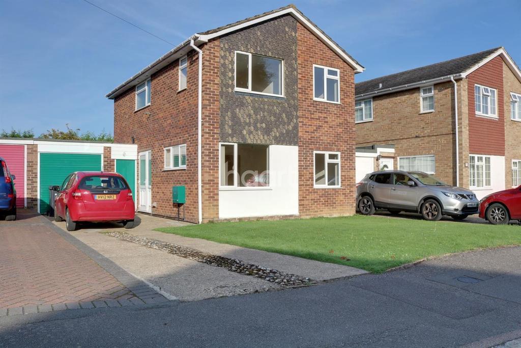 3 Bedrooms Detached House for sale in Wood Street Village, Guildford, Surrey