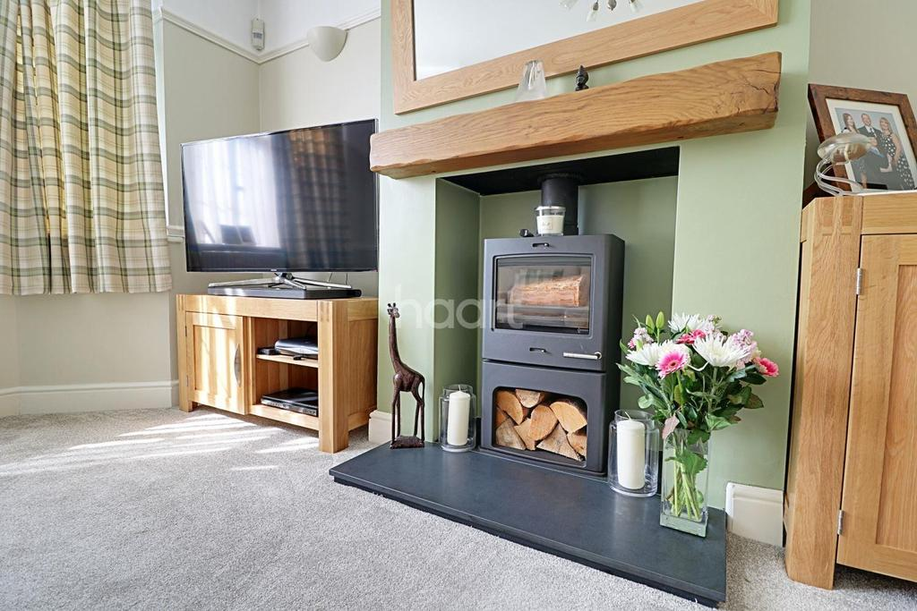 3 Bedrooms Semi Detached House for sale in Corwell Lane, Hillingdon