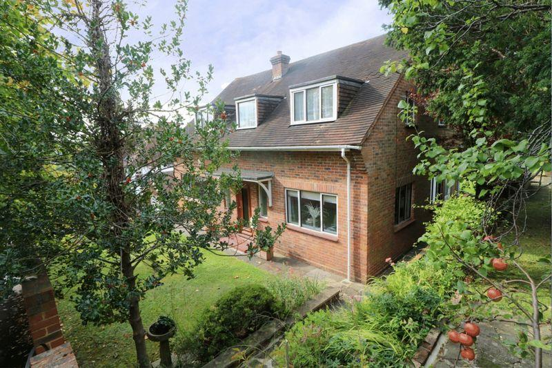 3 Bedrooms Detached House for sale in Bencombe Road, Purley