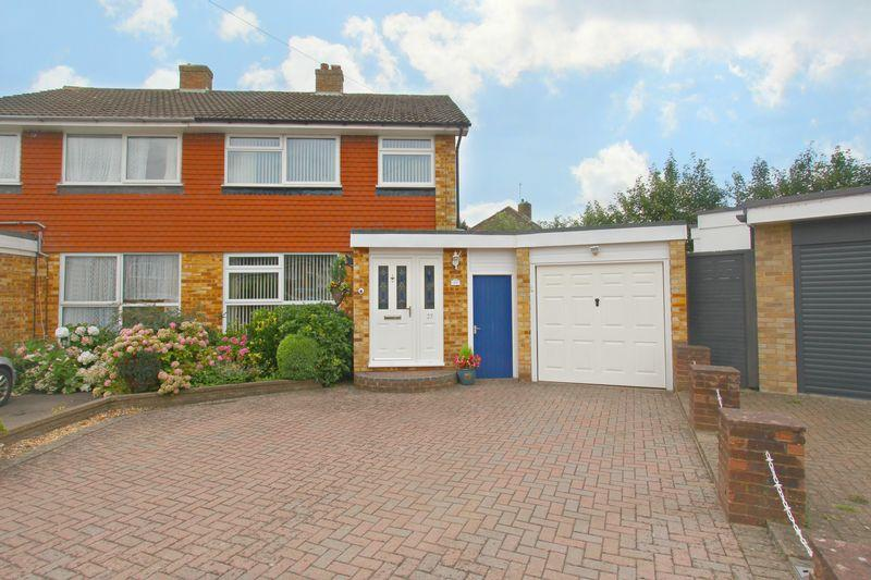 3 Bedrooms Semi Detached House for sale in Cromwell Grove, Caterham