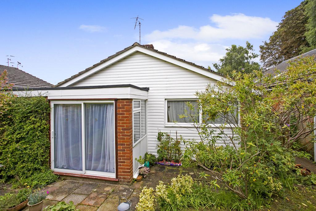 2 Bedrooms Detached Bungalow for sale in Cleveland, Tunbridge Wells