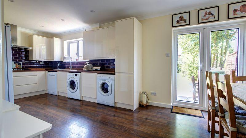 3 Bedrooms Semi Detached House for sale in Eynsford, Crescent, Bexley