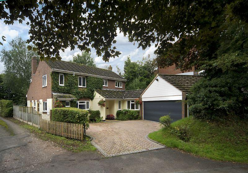 4 Bedrooms Detached House for sale in School Road, Wheaton Aston, Stafford