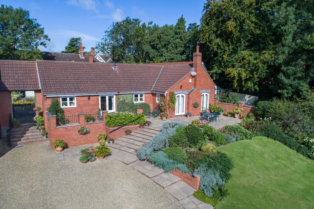 4 Bedrooms Detached Bungalow for sale in The Paddocks, Thorpe Satchville