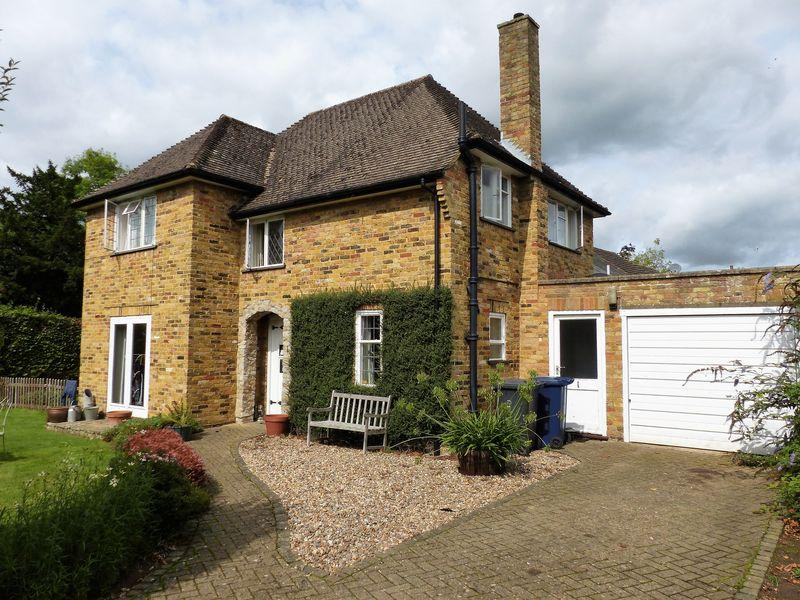 3 Bedrooms Detached House for sale in Avenue Road, Cranleigh