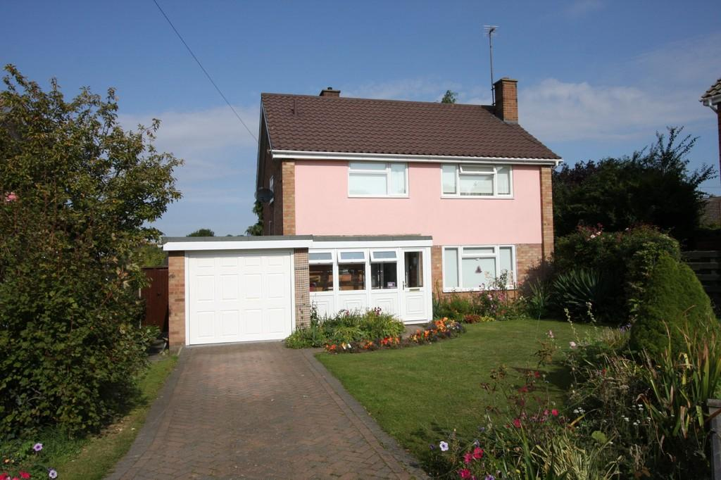 3 Bedrooms Detached House for sale in Deben Drive, Sudbury
