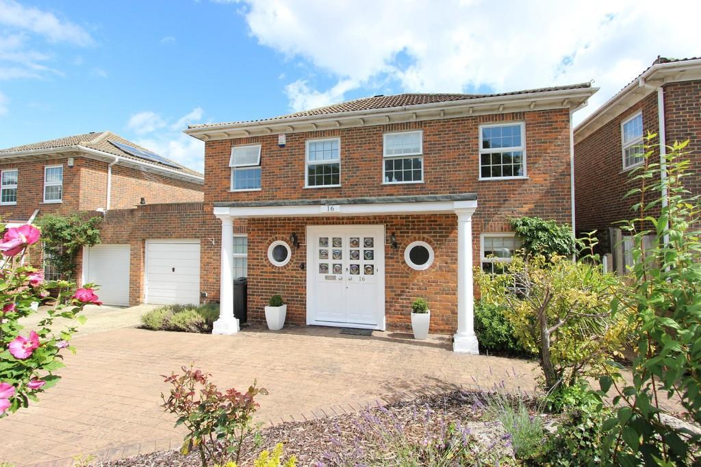 5 Bedrooms Detached House for sale in Ashley Drive, Banstead