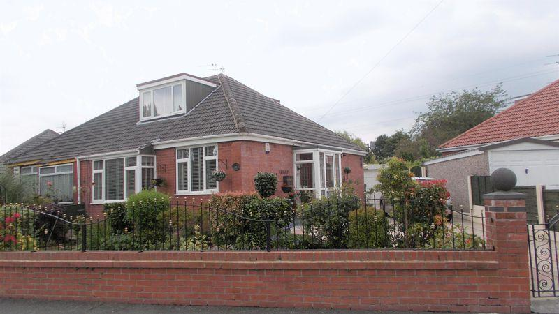 3 Bedrooms Semi Detached Bungalow for sale in Ollerton Drive, Manchester