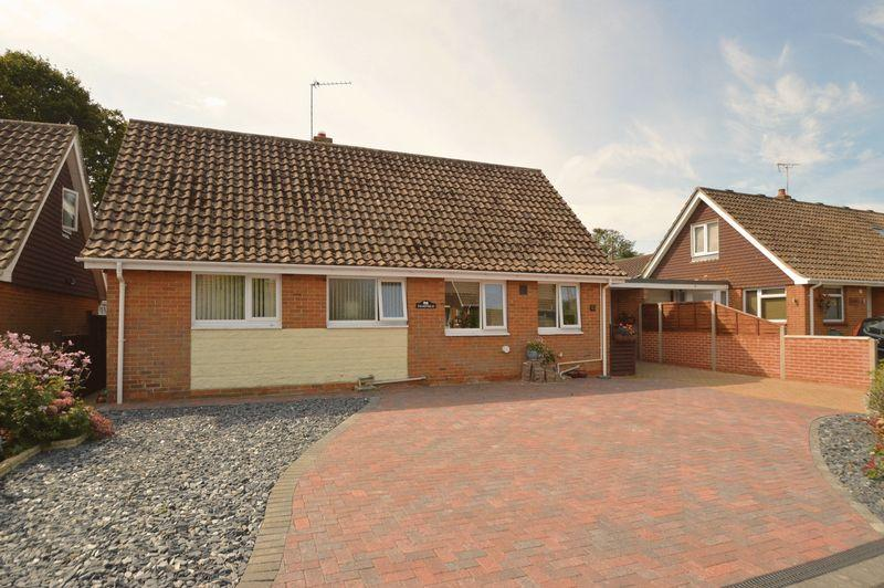 2 Bedrooms Detached Bungalow for sale in LAKE