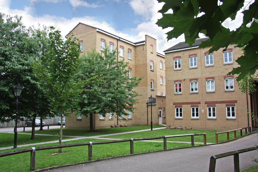 2 Bedrooms Apartment Flat for sale in Kidman Close, Gidea Park, Romford, RM2
