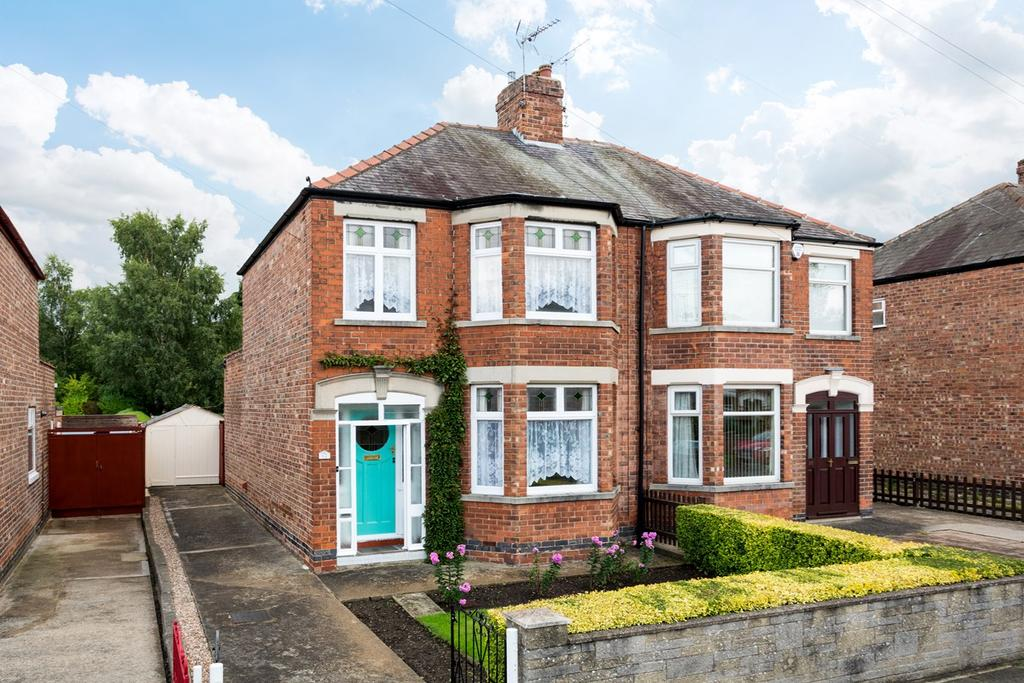 3 Bedrooms Semi Detached House for sale in Milson Grove, York, YO10