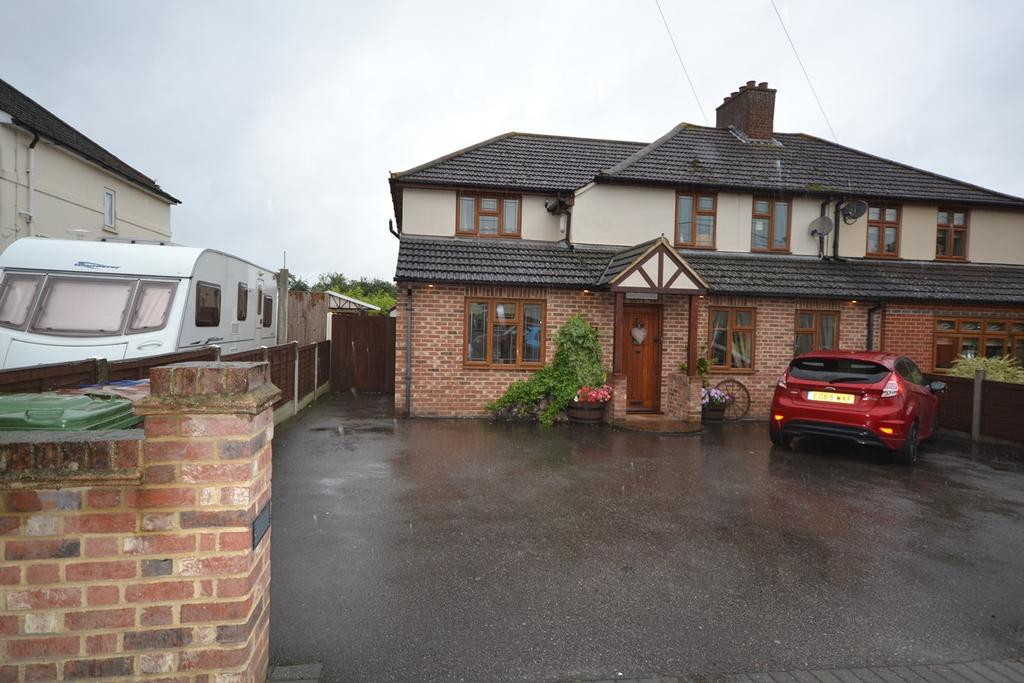 4 Bedrooms Semi Detached House for sale in Gordon Road, Horndon-on-the-Hill, SS17