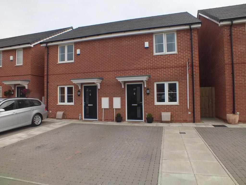 2 Bedrooms Semi Detached House for sale in Arnhem Way, Donington