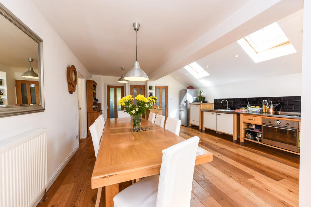 4 Bedrooms Detached House for sale in Pulens Crescent, Petersfield
