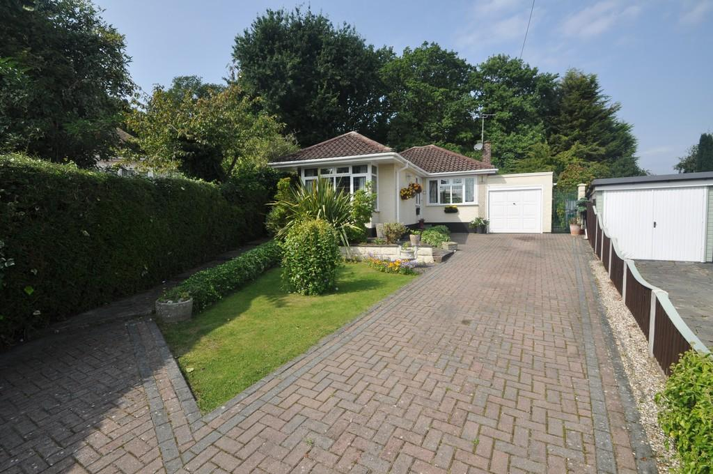 2 Bedrooms Detached Bungalow for sale in Mountain Ash Close, Leigh-on-Sea