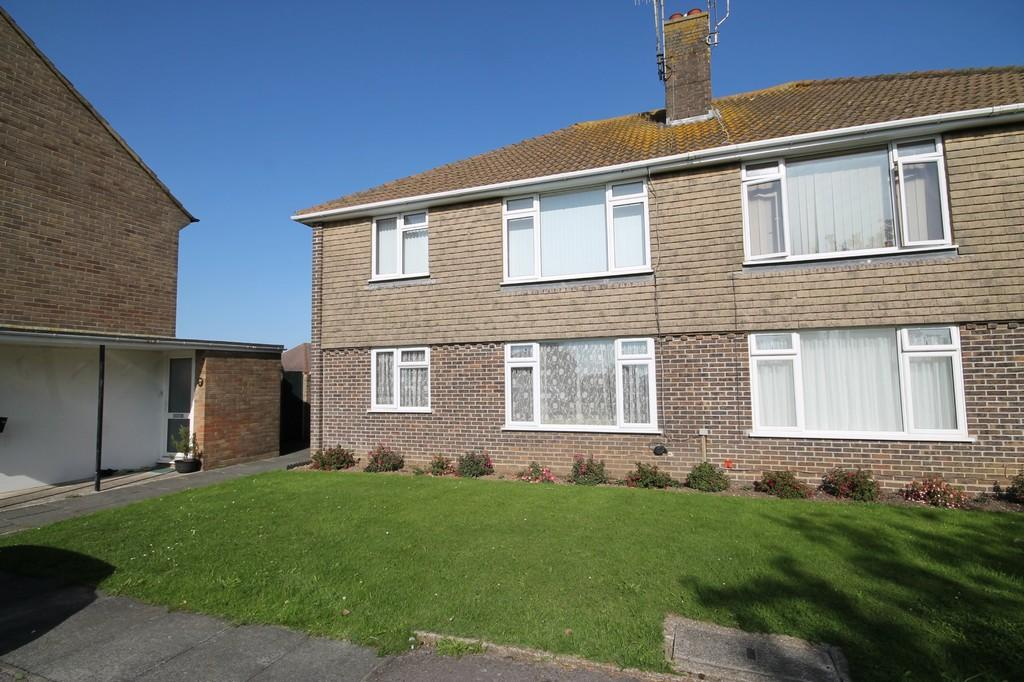 2 Bedrooms Flat for sale in Meadow Road, Worthing BN11 2SD
