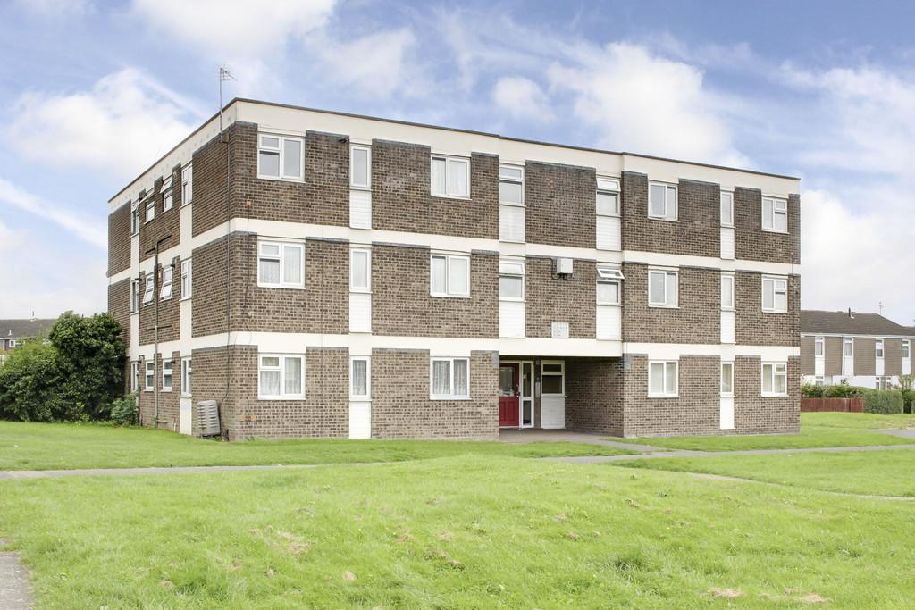 2 Bedrooms Flat for sale in Whitehall Walk, St. Neots