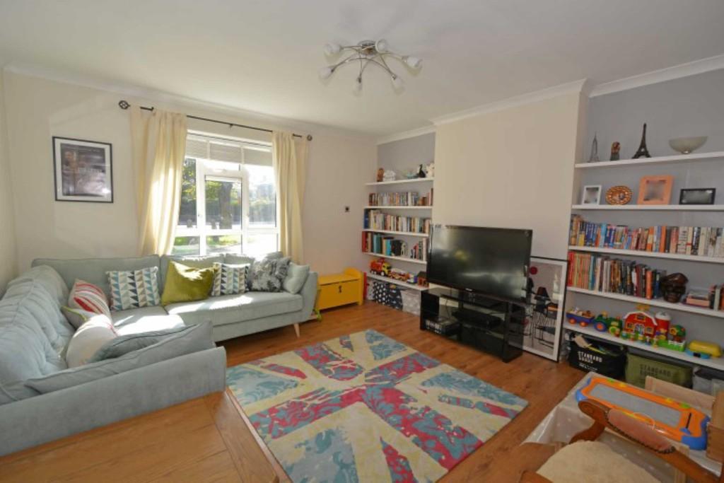 3 Bedrooms Flat for sale in New Wanstead, Wanstead