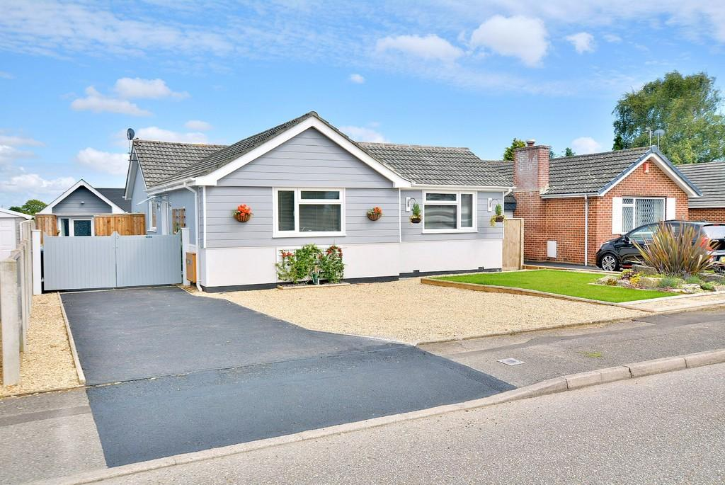 3 Bedrooms Detached Bungalow for sale in De Montfort Road, Wimborne