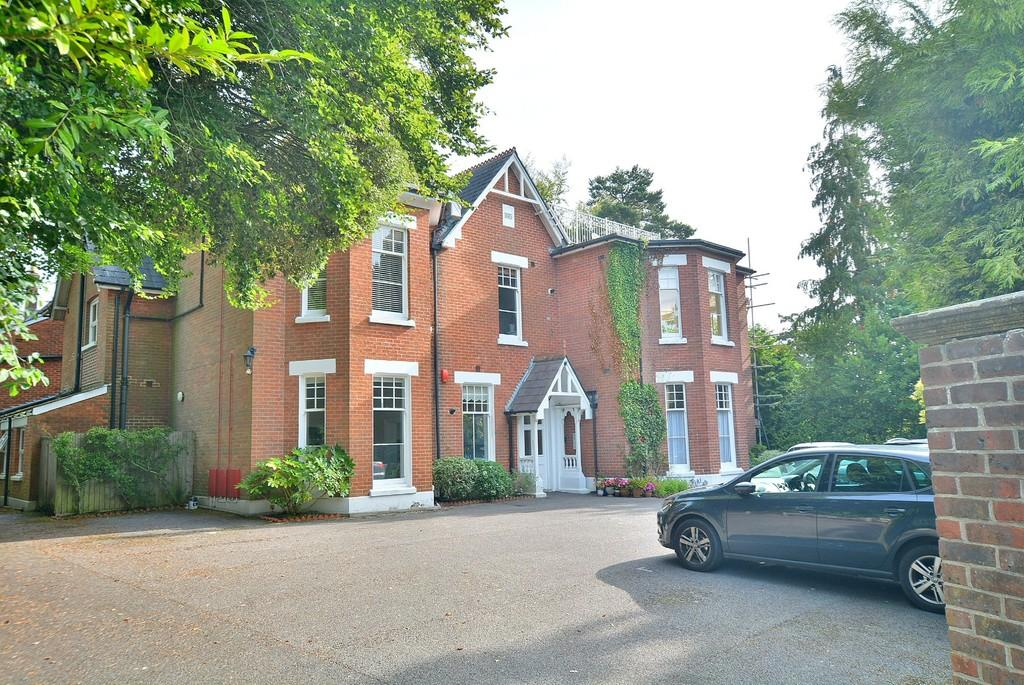 2 Bedrooms Apartment Flat for sale in Cranfield Avenue, Wimborne