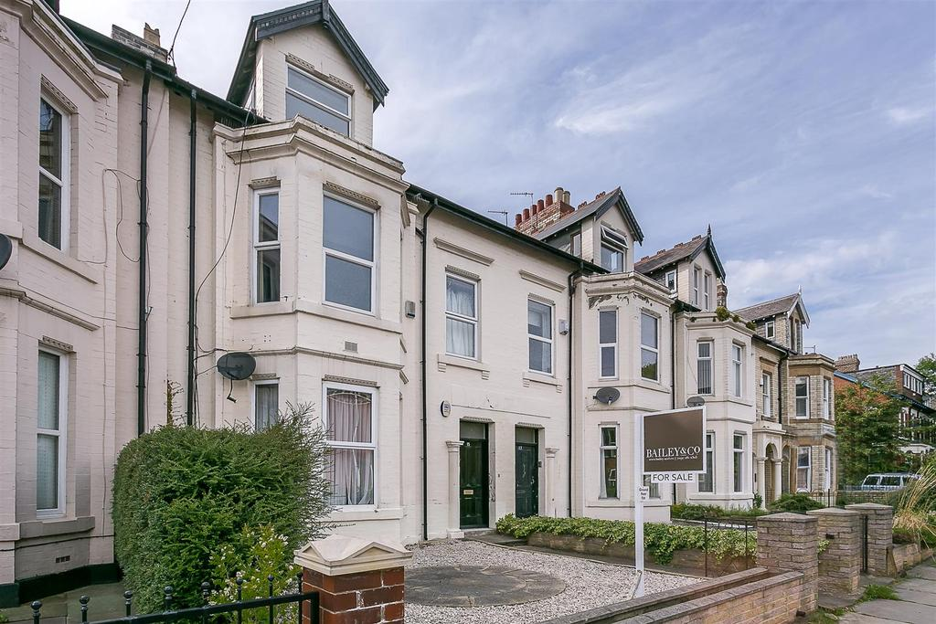 2 Bedrooms Flat for sale in Grosvenor Place, Jesmond, Newcastle upon Tyne