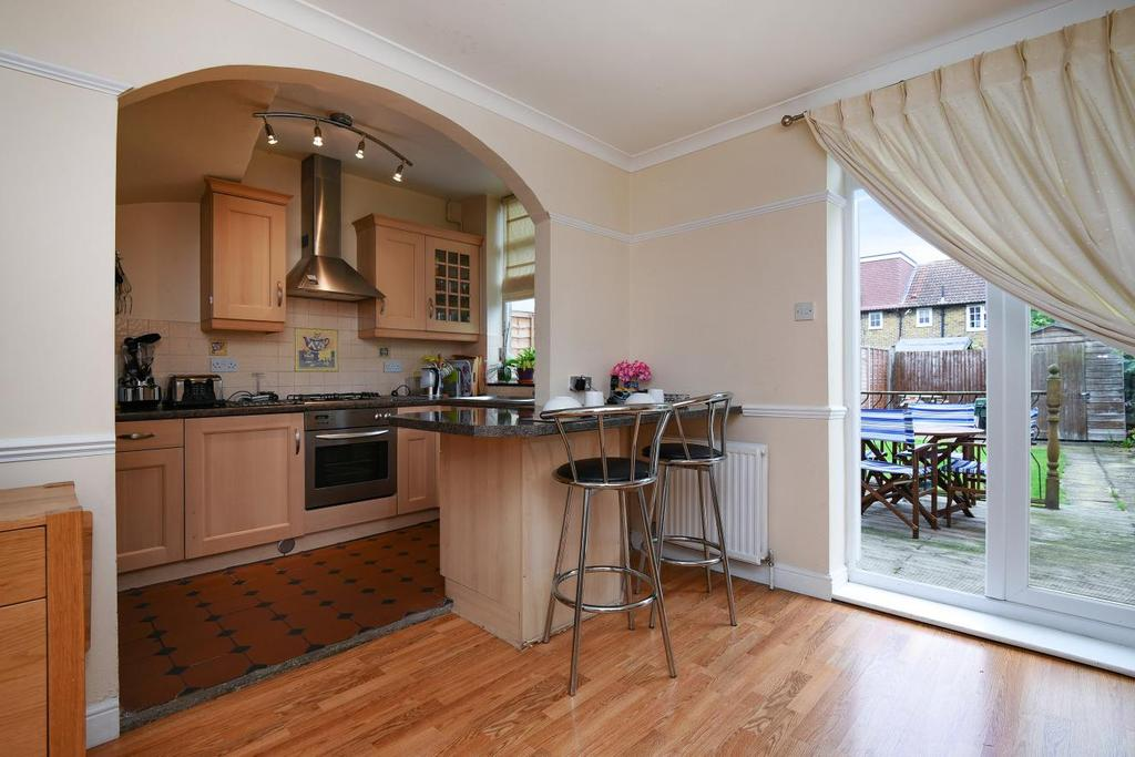 2 Bedrooms Terraced House for sale in Moorside Road, Bromley