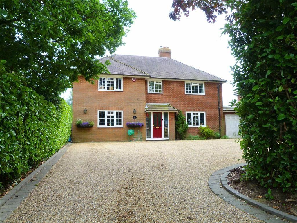 4 Bedrooms Detached House for sale in Burnham Green Road, Burnham Green, Welwyn