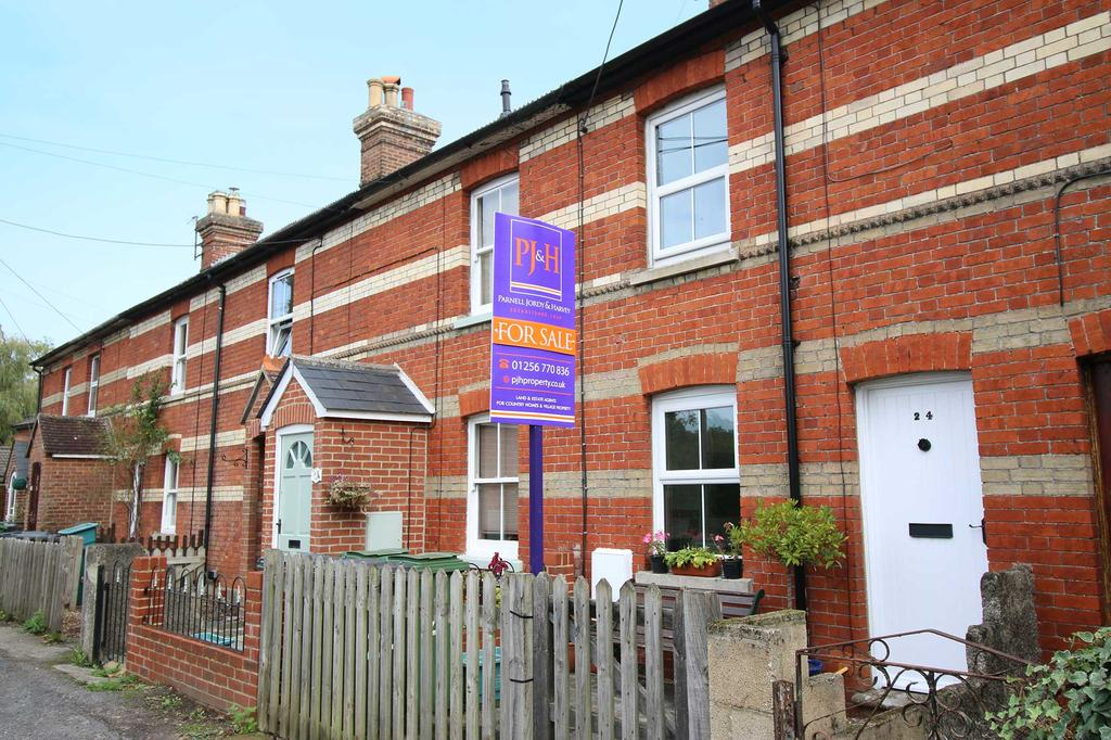 3 Bedrooms Terraced House for sale in kingsclere road, overton rg25