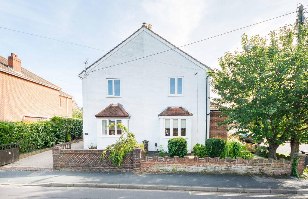 4 Bedrooms Semi Detached House for sale in New Road, Netley Abbey, Southampton SO31