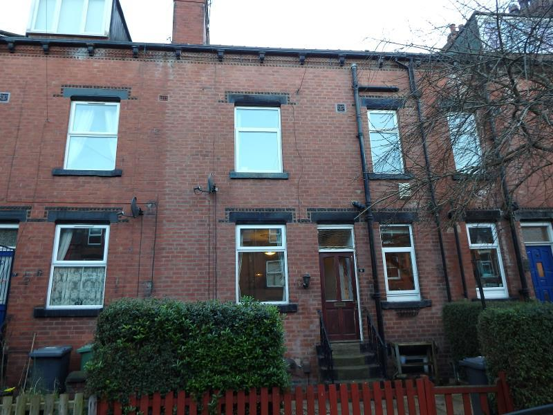 2 Bedrooms Terraced House for sale in PARK AVENUE, ARMLEY, LEEDS, LS12 3NN