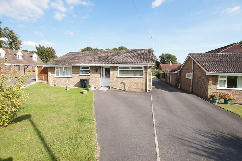 3 Bedrooms Detached Bungalow for sale in Philip Road, Blandford Forum